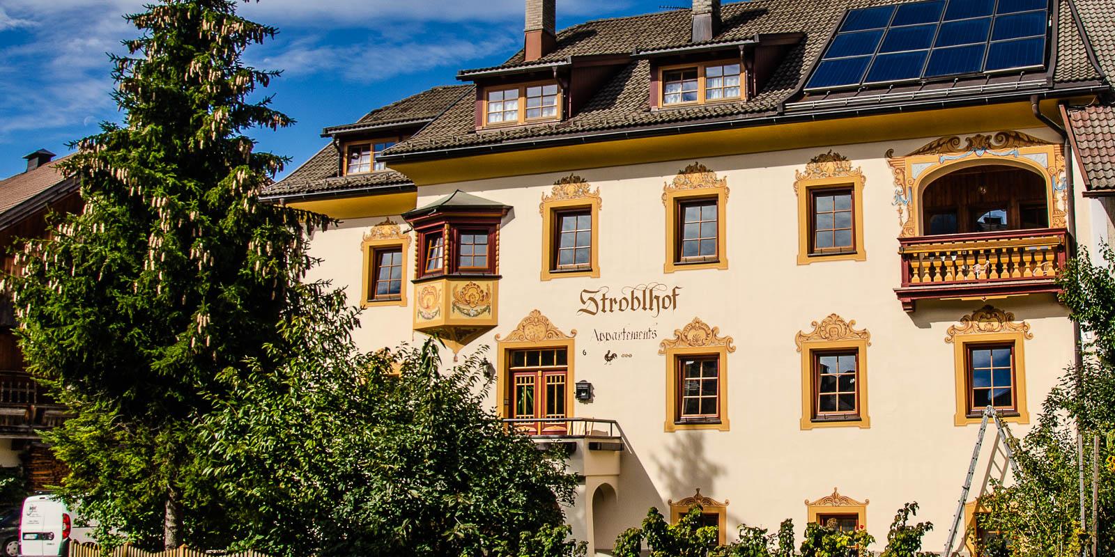 Fassade Stroblhof Toblach
